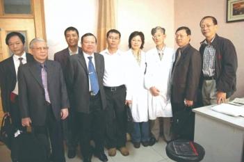 2006年,越南卫生部长一行莅临我院参观交流